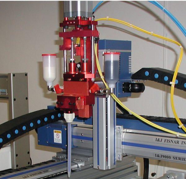 Iota-resinatrice-con-robot-Fisnar